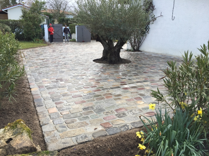 Allee en paves de anciens travaux pav s am nagement for Carrelage pour allee carrossable